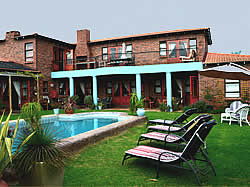 Humewood Villa Guesthouse,  accommodation in Bloubergstrand