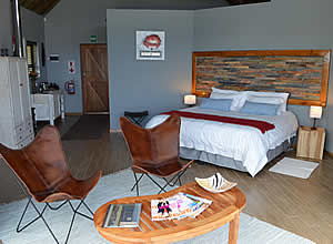 Luxury lodge accommodation with Breakfast, close to Jeffreys Bay