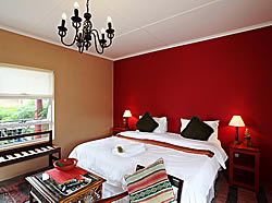 Tu Casa Bed and Breakfast offers up-market bed and breakfast accommodation in East London in the Eastern Cape Province of South Africa.