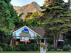 Outeniqua Travel Lodge - Backpackers and budget accommodation in George