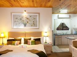 Cul-de Sac offers you a choice of three en-suite double rooms or nine fully equiped luxury self catering units