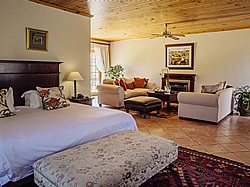 Oak Tree Lodge for exclusive B&B accommodation in Paarl, Cape Winelands. South Africa