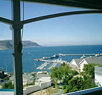 High Gables is situated close to many beautiful beaches, the famous Boulders Beach penguin colony and the Cape Point Nature Reserve.