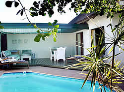 i-Lollo Lodge is situated in the picturesque coastal village of St Francis Bay.