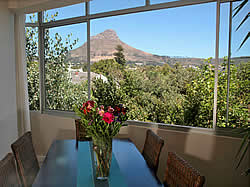Apartment Cape Town is a spacious, luxury self-catering apartment in Cape Town